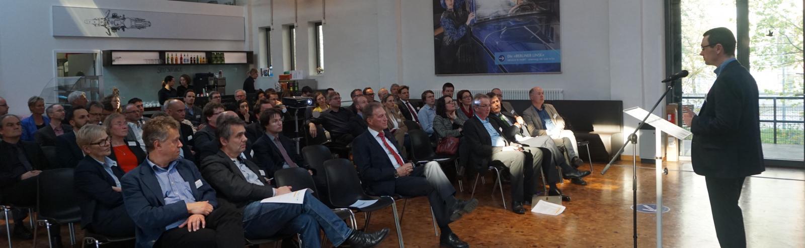 bcs-Vorstand Niklas Wachholtz erläutert die Verbandsposition